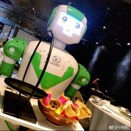 (修改版)虎牙美食女神主播探店上海机器人餐厅 解锁机器人上菜新姿势!(1)539.png.png